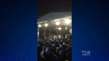 Fãs da banda Aviões do Forró vão a show em São Luís e ficam no prejuízo - Depois de apenas seis músicas, a banda foi obrigada a encerrar a apresentação para cumprir a lei municipal que permite a realização de eventos em espaços abertos somente até as três horas da madrugada.
