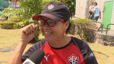 Nas ruas, torcedores comentam Ba-Vi de sábado (03) - Enquanto os rubro-negros comemoram, os tricolores lamentam.