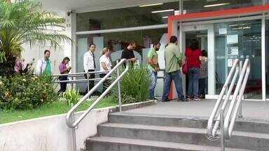 Às vésperas da greve dos bancários, agências de Volta Redonda, RJ, ficam lotadas - Profissionais da área não aceitaram reajuste salarial de 5,5% oferecido pela Federação Nacional dos Bancos, por isso vão paralisar os trabalhos.