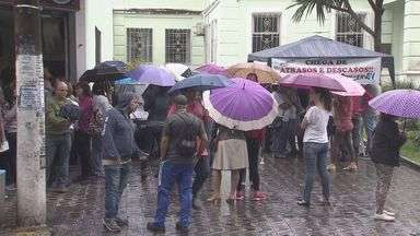Prefeito de São Vicente define data para pagamento de servidores - 60% dos servidores estão com salários atrasados