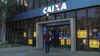 Funcionários de agências bancárias entram em greve - Decisão foi tomada em assembleia. Ainda não há previsão para retorno.