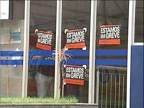 Bancários do Vale do Aço aderem à greve por tempo indeterminado - Paralisação começou nesta terça-feira (6) nas principais cidades da região. Categoria pede 16% de reajuste salarial, além de outras reivindicações.