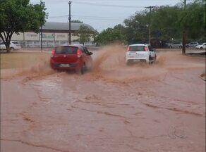 Palmas amanhece com chuva e provoca quedas de energias em algumas regiões da capital - Palmas amanhece com chuva e provoca quedas de energias em algumas regiões da capital