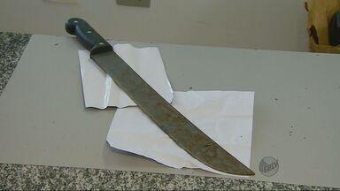Homem é morto a golpes de facão por garota de programa em Pouso Alegre (MG) - Homem é morto a golpes de facão por garota de programa em Pouso Alegre (MG)