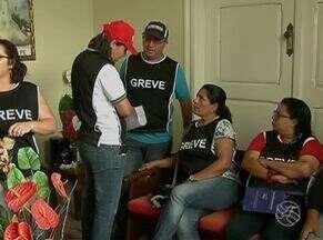 Servidores públicos municipais de Gravatá permanecem em greve - Categoria ocupou prefeitura como forma de protesto.