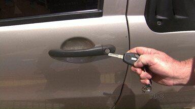 Bandidos usam equipamento eletrônico para roubar carros - O equipamento chamado chapolin bloqueia o fechamento das travas dos carros.