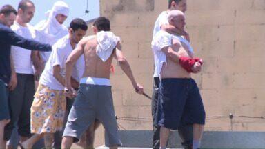 Rebelião na Penitenciária Estadual de Londrina já dura mais de nove horas - Dezenas de presos subiram no telhado, fizeram reféns, ameaçaram e agrediram os presos. O helicóptero do Graer foi chamado. Do lado de fora parentes ficaram aflitos.
