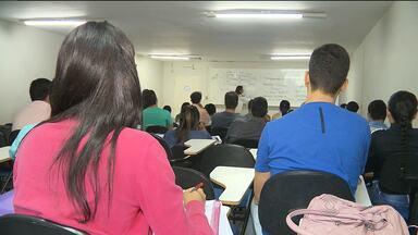 Mesmo com cortes do governo, campinenses continuam estudando para concursos - Veja quais são os concursos previstos para 2016.