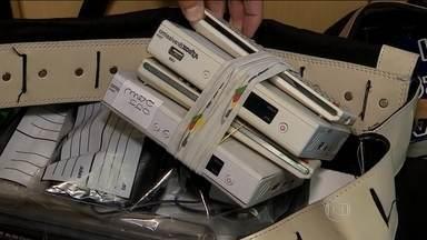 Presos nove acusados de roubar sinais de TV em três estados - Além dos equipamentos, os bandidos também clonavam os cartões usados nos receptores de TV por assinatura para receber o sinal que vinha por satélite ou a cabo.