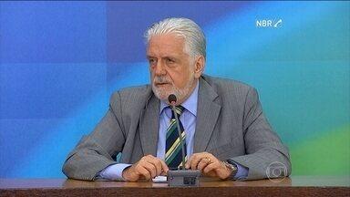"""Ministro diz que é """"página virada"""" a rejeição das contas de Dilma pelo TCU - Jaques Wagner, ministro da Casa Civil, diz que lutará agora no Congresso. Na quinta-feira (8), o governo tentou diminuir o impacto da decisão do TCU."""