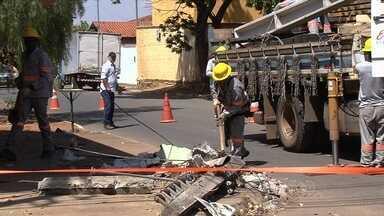 Greve dos técnicos da Celg afeta quem tem problema com o fornecimento de energia em Goiás - Devido à chuva em Goiânia, alguns moradores já tiveram problema no fornecimento de energia elétrica.