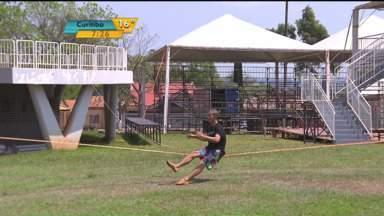 Começa nesta sexta-feira (09) o Mundial de Slackline, em Foz do Iguaçu - Quem pretende viajar para Foz do Iguaçu neste feriado pode aproveitar para conhecer um esporte diferente. Começa nesta sexta (9) na cidade, o Mundial de Slackline.