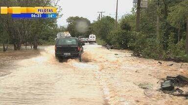Santa Maria foi uma das cidades mais atingidas por temporais no RS - Estradas ficaram bloqueadas na região.
