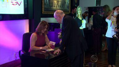Susane Vidal lança seu primeiro livro 'A força de um olhar' - Susane Vidal lança seu primeiro livro 'A força de um olhar'