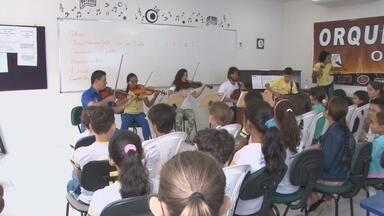 Alunos participam do projeto 'Orquestra em Ação' - Em Ji-Paraná, estudantes da escola José Francisco conheceram como a orquestra funciona.