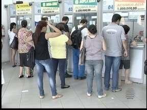 Serviço em lotéricas exigem mais cuidado da população - Com a greve de bancos, muita gente recorre ao estabelecimento.