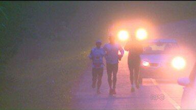 Ultramaratona desafia corredores por 105 km na Serra do Mar paranaense - Corrida entre Morretes e Guaraqueçaba reúne amantes das provas de longa distância e desafia o psicológico.