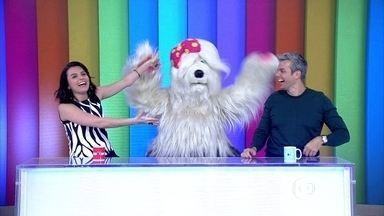Priscila, da TV Colosso, assume a bancada do Vídeo Show - Personagem chega ditando regras para os apresentadores