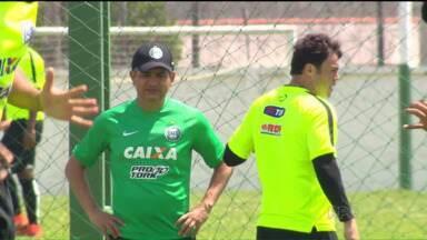 Ansioso por recuperação, Kléber quer voltar a jogar pelo Coritiba contra o Joinville - Gladiador se recupera de lesão e Ney Franco garante a vaga do jogador no time se ele estiver em boas condições