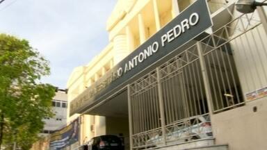 Hospital suspende cirurgias e internações por falta de dinheiro - O hospital universitário Antônio Pedro atende pacientes de sete cidades da região metropolitana e está com estoques vazios. As dívidas da unidade já somam seis milhões de reais.