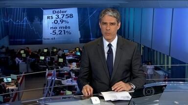 Dólar tem mais um dia de queda - Depois de semanas nas alturas, o dólar fechou a sexta-feira (9) na menor cotação dos últimos 40 dias: R$ 3,758.