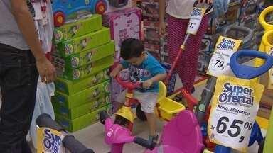 Vendas do Dia das Crianças aquecem comércio, em Manaus - Procon orienta consumidor a adotar critérios na hora da compra.