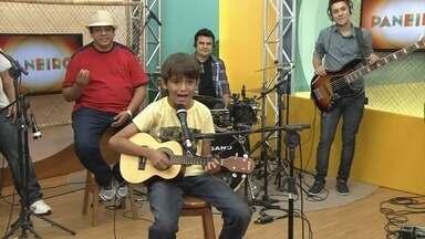 'Seu prefeito de Iranduba', de Estêvao de Andrade - Estêvão de Andrade ficou em primeiro lugar no 'Cantando no Paneiro Kids'.