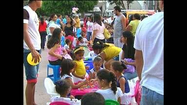 """Caminhada marca encerramento da Semana do Bebê - Este ano o tema em destaque foi """"Cuidar, educar e brincar na primeira infância""""."""