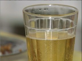 Brasileiros lideram ranking mundial no consumo de álcool - A cerveja representa 60% do consumo de álcool no Brasil.