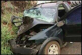 Mulher morre após acidente na BR-262 em Uberaba - Acidente aconteceu na manhã deste sábado (10). Dois feridos foram encaminhados ao HC-UFTM.