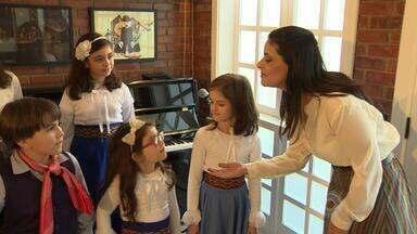 BLOCO3 - Shana Müller visita grupo de crianças que adora música nativista - Assista ao vídeo.