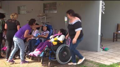 Em Araucária, grupo de mães se reúnem para ajudar outras mães com filhos especiais - O grupo se reúne em solidariedade com doações a outras mães com crianças especiais.