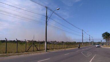 Bombeiros combatem incêndios em onze municípios do ES - Incêndio em Vitória foi controlado após três dias.Tenente coronel atribui a quantidade de focos ao tempo seco.