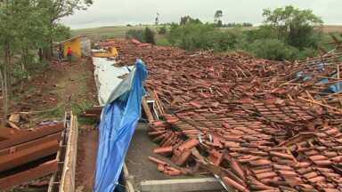 Mais de 11 mil paranaenses foram prejudicados pelo temporal da última quinta-feira - Os estragos foram grandes em 19 cidades do estado.