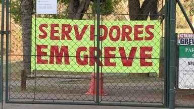 Servidores da Saúde permanecem em greve - Os servidores afirmam que ainda não foram notificados pela Justiça e, por isso, ainda não voltaram ao trabalho..