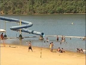 Moradores do Vale do Aço aproveitam o calor para curtir programação em clubes recreativos - Famílias se reúnem para passar o feriado juntas.