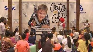 Leitores aproveitam sábado para aproveitar Feira de Livros do Sesc - Evento acontece até este domingo, em Manaus.