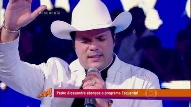 Padre Alessandro faz benção no palco do Esquenta! - Reveja!