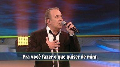 Plateia canta 'Evidências' junto com José Augusto no 'Domingão' - Cantor foi ovacionado após música que virou sucesso na voz de Chitãozinho e Xororó