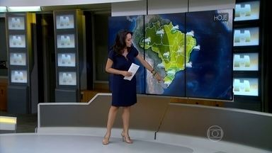 Chuva forte dá trégua no Sul do Brasil - Nessa terça-feira (13), o predomínio é de sol na região, principalmente no centro-sul do Rio Grande do Sul. Entre o norte gaúcho, Santa Catarina, Paraná e sul de São Paulo, o Sol aparece, mas não está descartada uma chuva leve.