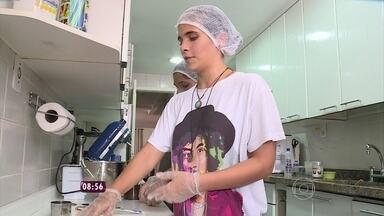 Conheça irmãs que investiram na produção de cookies para ganhar dinheiro - Felipe Suhre também conversa com as amigas que fazem bombons e cupcakes com massa de brownie para vender