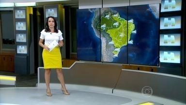 São Paulo, Goiânia e Corumbá registram recorde de temperatura máxima - Em São Paulo fez 35,8ºC, a segunda tarde mais quente do ano. Em Goiânia, a temperatura chegou a 39,8ºC, a mais alta desde 2014. Em Corumbá fez 40,2ºC, a temperatura mais alta dos últimos três anos. Confira a previsão do tempo para a sexta-feira (16).