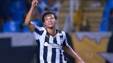 Líder, Botafogo recebe o Bragantino no Engenhão - Willian Arão vai disputar 52ª partida na temporada.