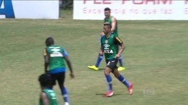 Vasco treina pela manhã antes de viajar para jogo contra o São Paulo - Titulares fizeram apenas trabalho de recuperação física.