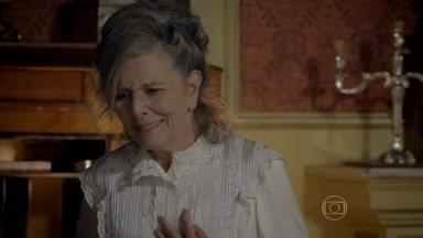 Vitória descobre que Lívia é sua neta - Emília garante que Lívia detesta a Condessa e só se aproximou do casarão para investigar o paradeiro de Bernardo