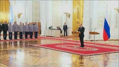 Vladimir Putin agradece comandantes militares pelas operações na Síria - O alvo, segundo ele, é o Estado Islâmico, que recruta terroristas capazes de ameaçar a Rússia.
