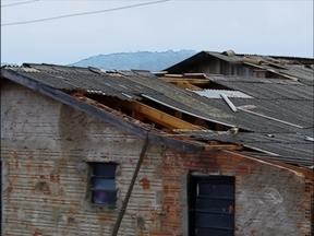 Temporal causa estragos em cerca de 30 casas em Santa Cecília do Sul,RS - O telhado da câmara de vereadores foi arrancado pelo vento