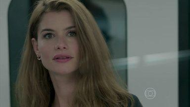 Felipe e Lívia se encontram em outra vida - Os dois se afogam juntos. Um século depois, Lívia e Felipe trocam olhares no metrô e ficam perturbados