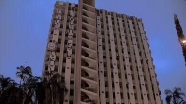 Famílias continuam ocupando prédio do antigo Torre Palace Hotel, no Setor Hoteleiro Norte - O prédio está abandonado desde 2013, por causa de uma disputa entre herdeiros. Na madrugada de sexta-feira (23), ele foi ocupado por cerca de 100 pessoas ligadas ao Movimento Resistência Popular, o MRP.