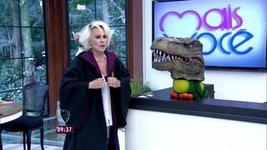 Ana Maria e Louro José relembram programa gravado nos parques do Universal Orlando Resort - Apresentadora vestiu a capa e usou a varinha que comprou no brinquedo do Harry Potter